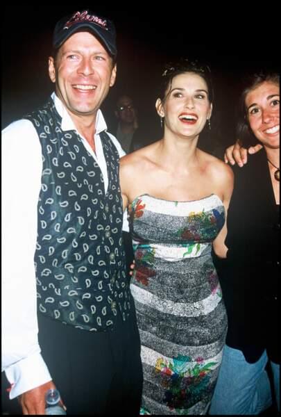 En 1994, Demi Moore apparaît complice avec Bruce Willis, lors de l'ouverture du Planet Hollywood, à Las Vegas. Le couple s'est marié à la fin des années 1980 et a eu trois filles. Ils se séparent en 1998 et divorcent en 2000.