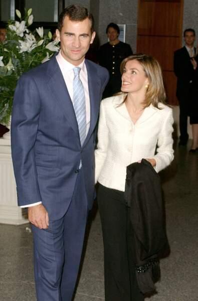Letizia Ortiz et le prince Felipe d'Espagne lors de leur première apparition publique ensemble lors du 65ème anniversaire de la reine Sofia le 4 novembre 2003