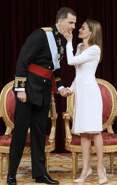 Le roi Felipe VI et la reine Letizia d'Espagne lors de la cérémonie au cour de laquelle le roi Felipe VI d'Espagne a prêté serment devant le Parlement à Madrid, le 19 juin 2014