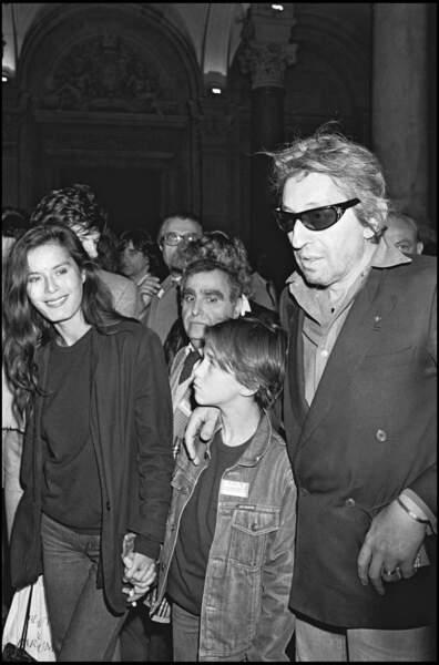 Charlotte Gainsbourg, Serge Gainsbourg et Bambou en avril 1982 à la Nuit de la chanson