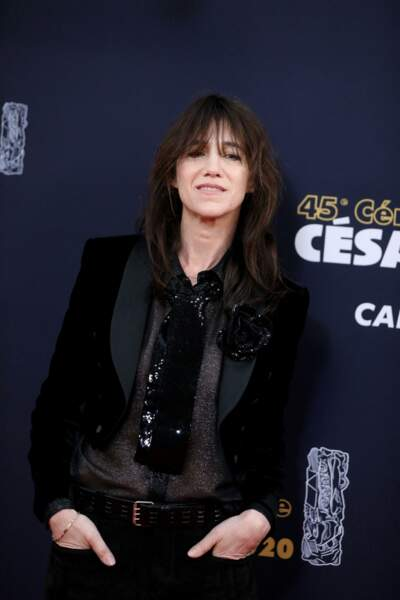 Charlotte Gainsbourg sur le tournage de la série Dix pour Cent lors de la 45e cérémonie des César  à la salle Pleyel à Paris en février 2020