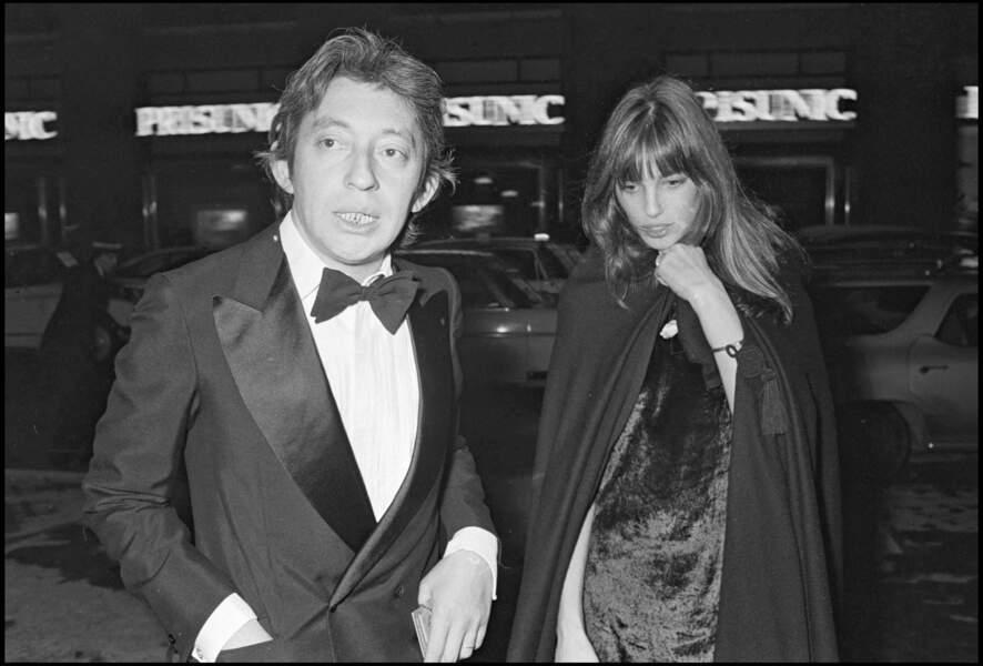 Jane Birkin et Serge Gainsbourg lors d'une soirée à Paris.