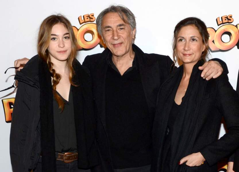 """Richard Berry aux côtés de ses filles Joséphine Berry et Coline Berry à la première du film """"Les Profs"""" en 2013"""