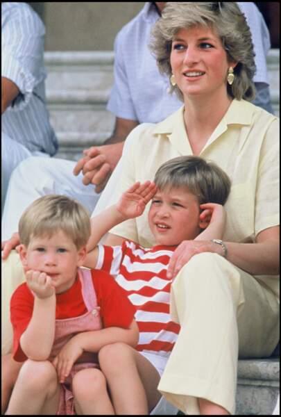 La princesse Diana, le prince William et le prince Harry à Majorque le 8 août 1987