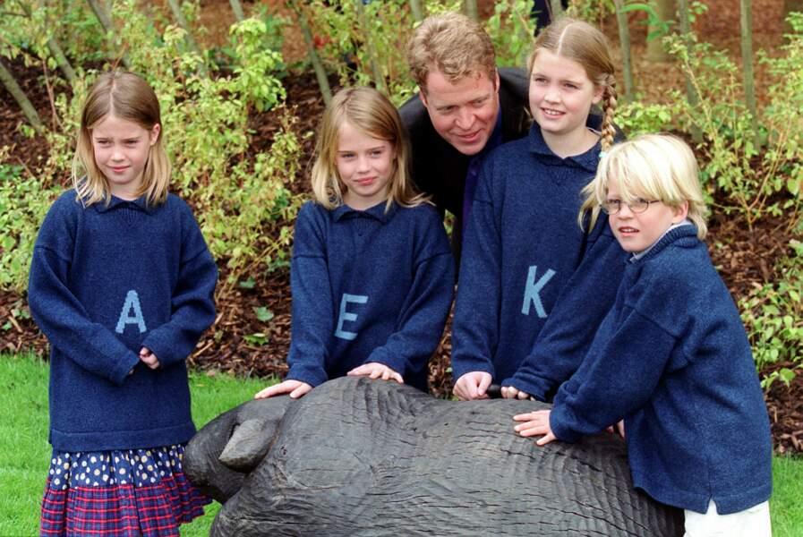 Le comte Charles Spencer avec ses enfants (Lady Amelia, Lady Kitty, Lady Eliza et Louis Spencer) à Hyde Park le 30 juin 2000