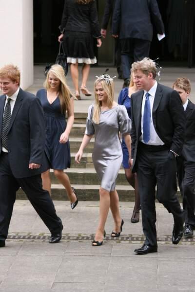 Le comte Charles Spencer et ses filles jumelles Lady Eliza et Lady Amelia le 31 août 2007, pour une cérémonie d'hommage à Lady Diana.