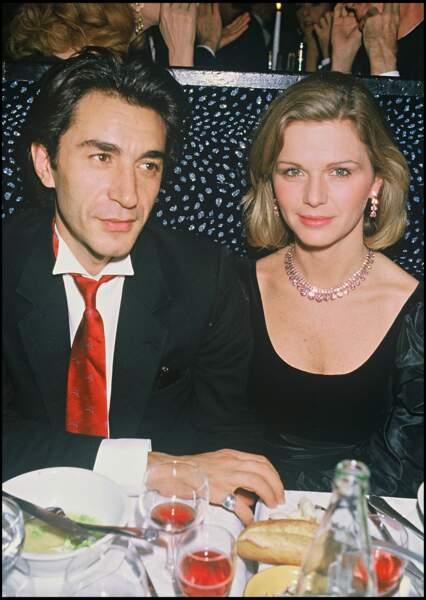 Richard Berry et sa compagne de l'époque Jeane Manson, à Paris en 1983