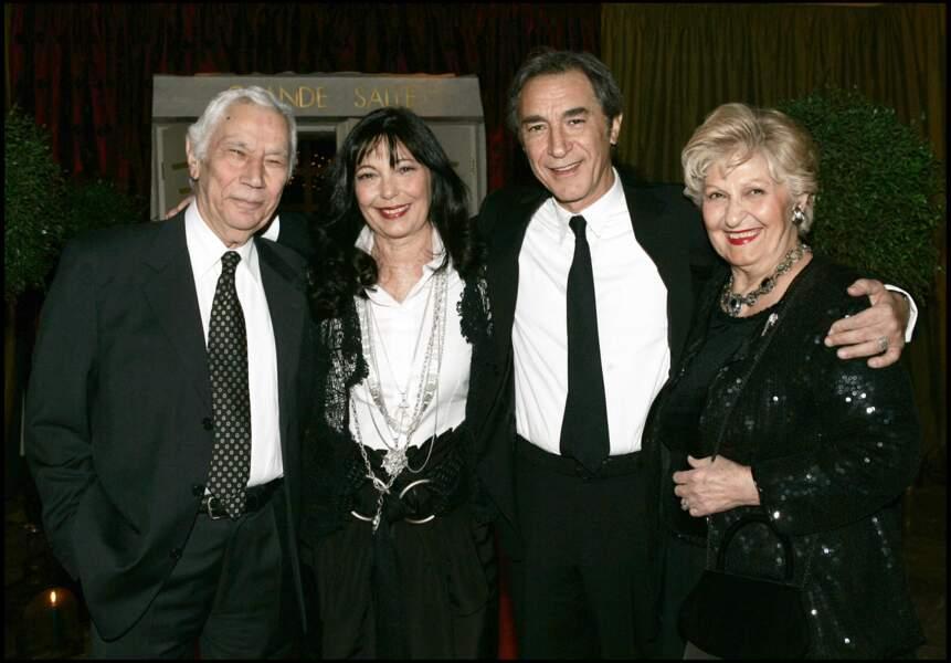 Richard Berry et sa soeur Marie, entourés de leurs parents en 2006