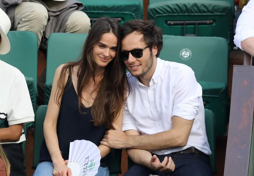 Le chanteur Vianney  et sa compagne Catherine Robert dans les tribunes des Internationaux de France de Tennis de Roland Garros à Paris, le 10 juin 2018.