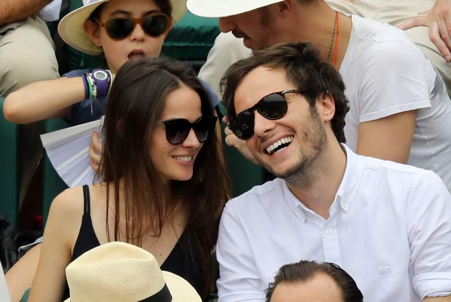Vianney et sa compagne Catherine Robert dans les tribunes des Internationaux de France de Tennis de Roland Garros à Paris, le 10 juin 2018.