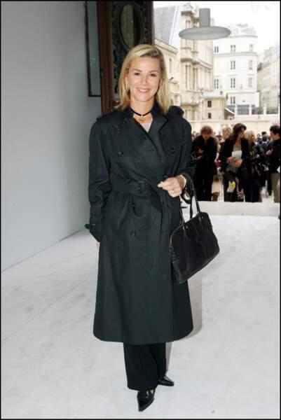 Laurence Ferrari au défilé Lacroix pour la collection printemps / été , le 9 octobre 2004