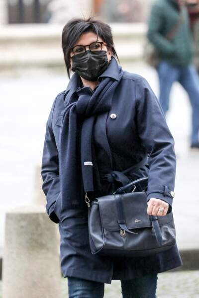 C'est le visage masqué que Liane Foly a été photographiée devant l'église Saint-Sulpice, à Paris, ce mardi 9 février.