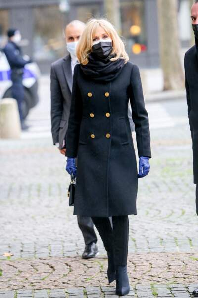 Brigitte Macron était présente à la messe d'hommage donnée en l'honneur de Robert Hossein, en l'église Saint-Sulpice à Paris, ce mardi 9 février 2021.
