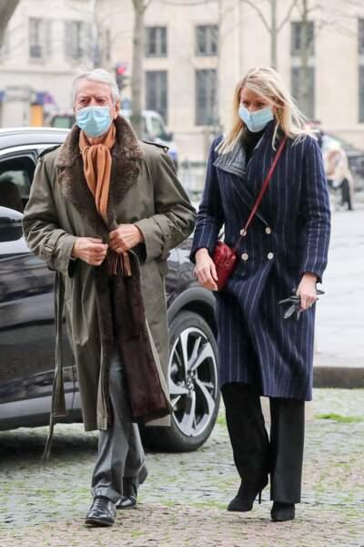 Le journaliste Jean-Claude Narcy et sa compagne Alice Bertheaume étaient eux aussi présents pour l'hommage à Robert Hossein, organisé en l'église Saint-Sulpice à Paris, ce mardi 9 février.