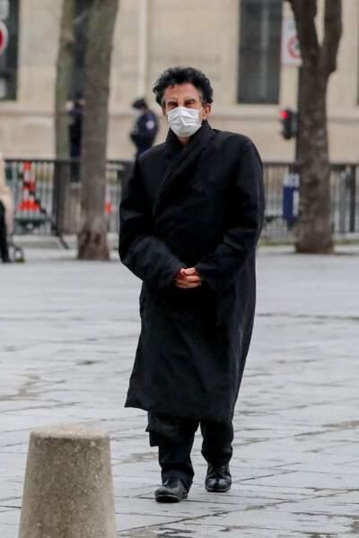 Jack Lang tenait lui aussi à être présent pour cette messe en hommage à Robert Hossein, célébrée en l'église Saint-Sulpice, à Paris, ce mardi 9 février 2021.
