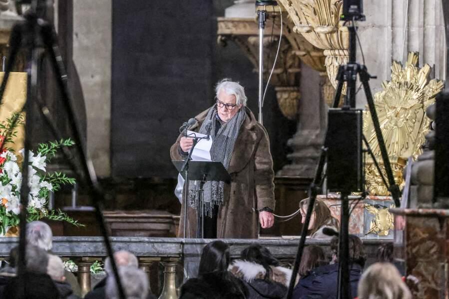 Une fois toutes les personnalités réunies au sein de l'église Saint-Sulpice, Jacques Weber a pris la parole lors de la messe en hommage à Robert Hossein.
