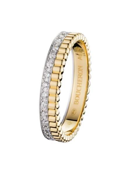 Alliance pavée de diamants, sur or jaune et or blanc, 4 790 €, Boucheron.