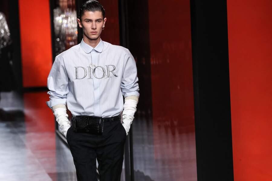 Mannequin professionnel en parallèle de ses études, Nikolai de Danemark, fils aîné du prince Joachim, avait déjà porté les créations de Kim Jones pour Dior Homme, en janvier 2020.