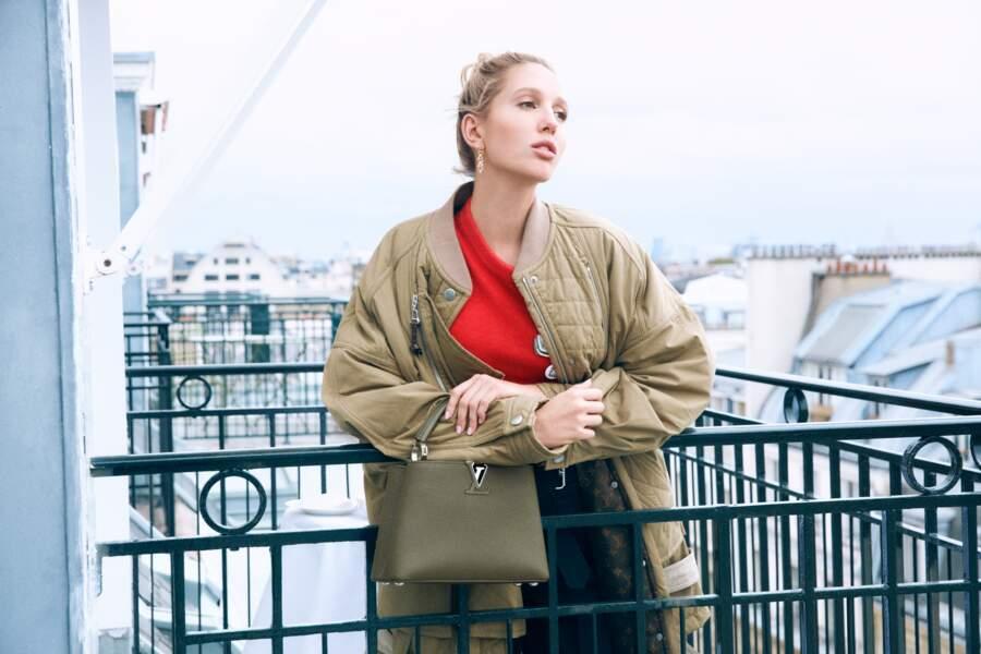 Fille du couple princier Paul et Marie-Chantal de Grèce, Maria-Olympia de Grèce a été promue ambassadrice des nouveaux sacs Capucines de la maison Louis Vuitton, à l'automne 2020.