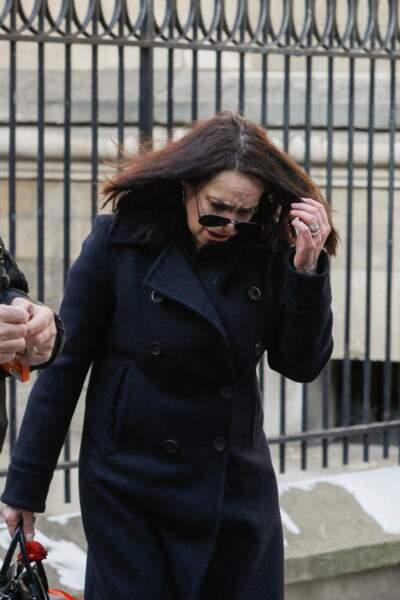 Béatrice Dalle était très émue à son arrivée aux obsèques du photographe Richard Aujard, en l'église Notre Dame de La Croix, à Paris, ce vendredi 12 février 2021.