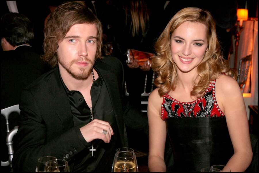 Julien Doré et Louise Bourgoin, au dîner après les César, au Fouquet's, à Paris, en février 2008.
