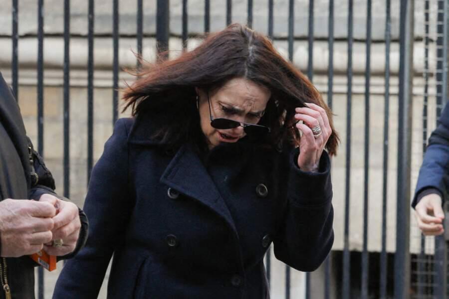 Béatrice Dalle n'a pu retenir ses larmes aux obsèques du photographe Richard Aujard, qui ont eu lieu en l'église Notre Dame de La Croix, à Paris, ce vendredi 12 février 2021.