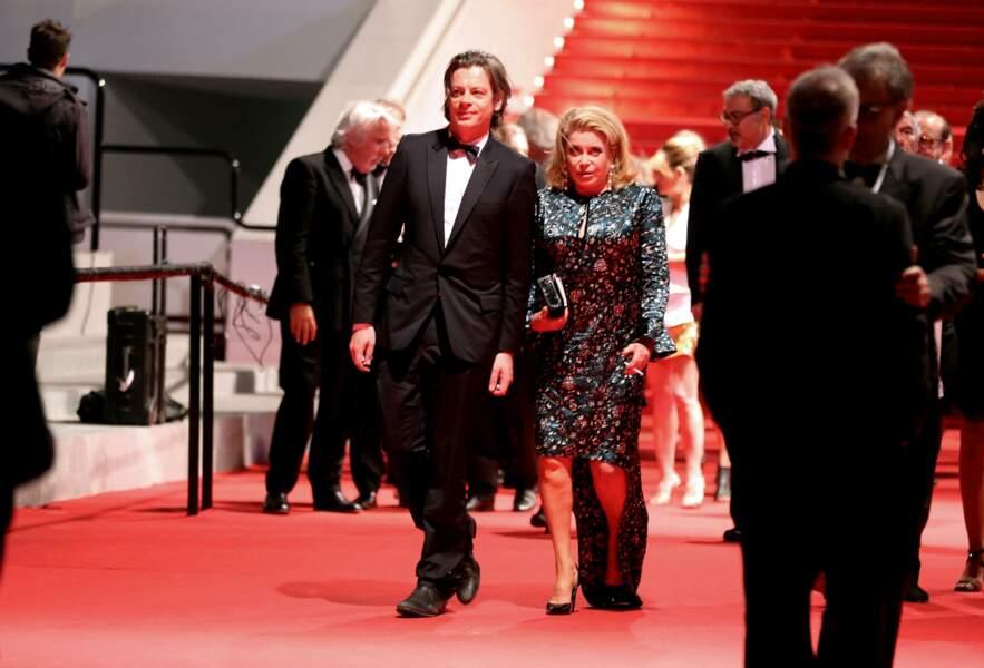 Benjamin Biolay et Catherine Deneuve en pleine descente des marches du Festival de Cannes, le 21 mai 2014