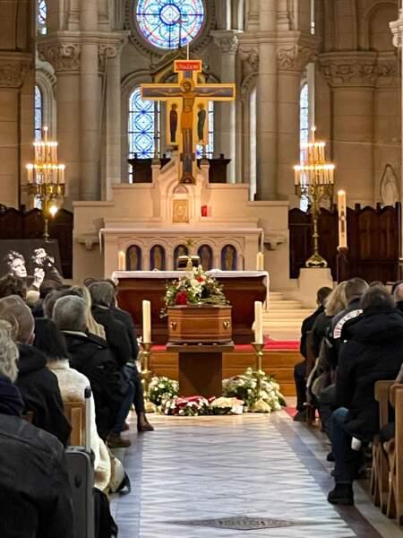 L'intérieur de l'église Notre Dame de La Croix, où trônait le cercueil du photographe Richard Aujard, dont les obsèques ont été célébrées ce vendredi 12 février.