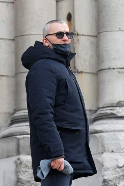 L'humoriste  Maxime a lui aussi été aperçu sur le parvis de l'église Notre Dame de La Croix, pour les obsèques de Richard Aujard, qui ont eu lieu ce vendredi 12 février 2021.