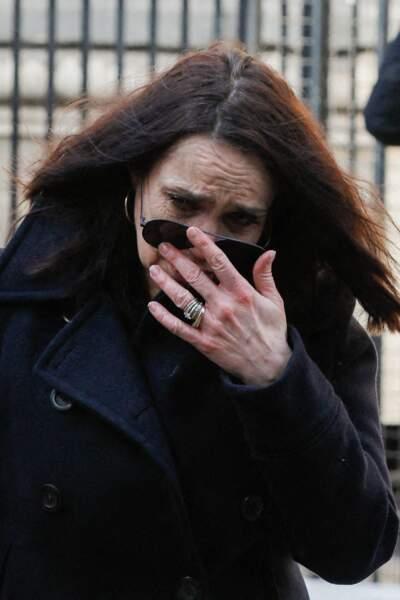 Béatrice Dalle, qui a fondu en larmes dès son arrivée, tenait à être présente aux obsèques de son ami, le photographe Richard Aujard, en l'église Notre Dame de La Croix, à Paris, ce vendredi 12 février 2021.