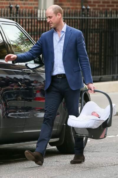 Le prince William à l'hôpital St Marys après la naissance de son troisième enfant, le prince Louis.