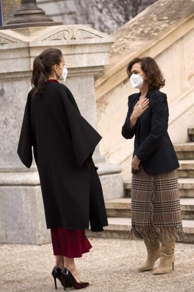 """Impeccable, la reine Letizia a fait une visite remarquée de l'exposition """"Concepción Arenal, la passion humaniste"""", à Madrid, ce 16 février."""