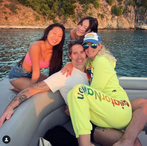 Jalil Lespert et Laeticia Hallyday accompagnés par Jade et Joy.