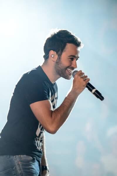 Anthony Touma (The Voice 2) en concert lors du concert d'Enrique Iglesias au Palais Omnisports de Paris-Bercy le 21 novembre 2014