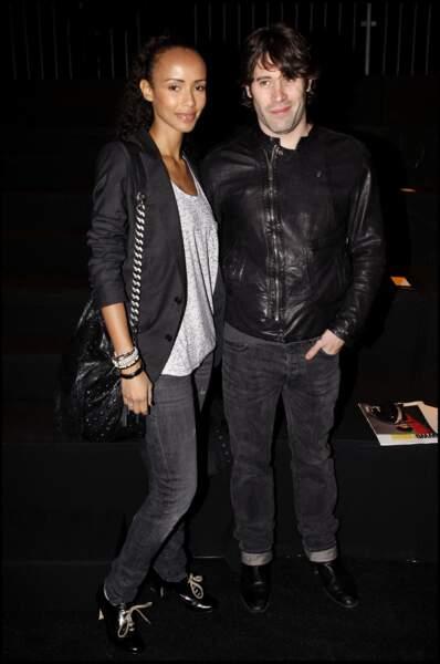 Jalil Lespert et Sonia Rolland lors du défilé de mode Dior en 2010.