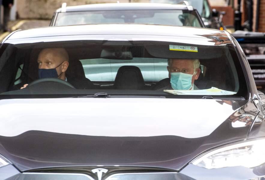 Le prince Charles repart de l'hôpital