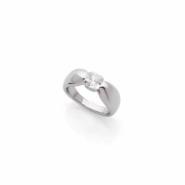 Bague alcione, platine et diamant de synthèse, 4650€, Dfly Paris