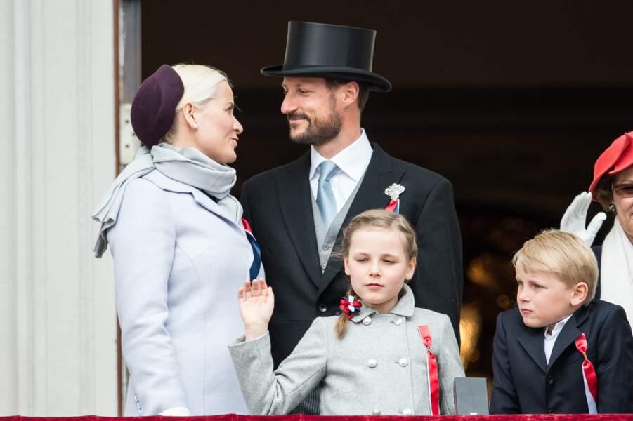 Le Prince Haakon, la Princesse Mette Marit et leurs enfants le 17 mai 2013