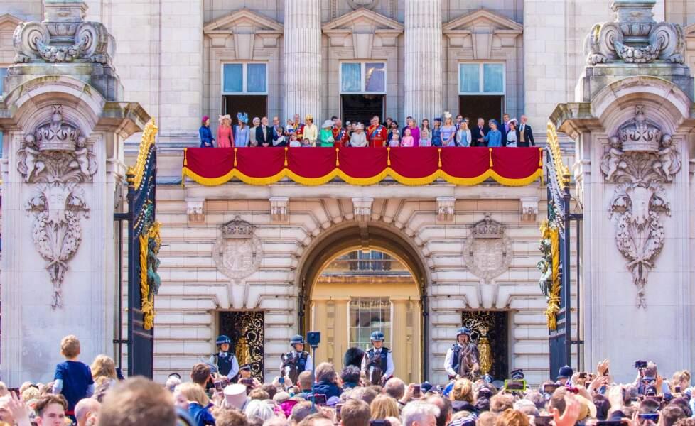 La famille royale d'Angleterre sur le balcon du palais de Buckingham lors de la parade Trooping the Colour 2019