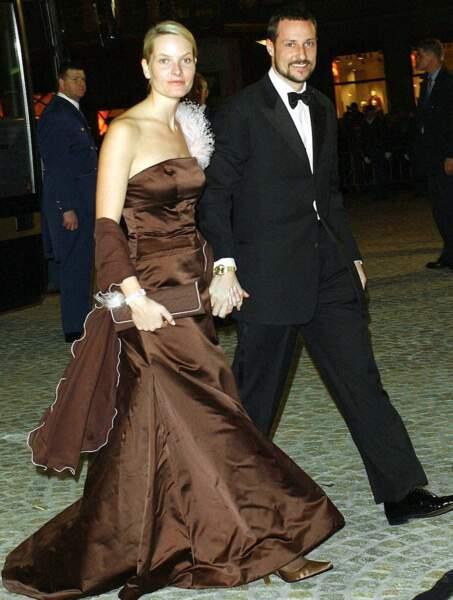 Le prince Haakon et Mette Marit de Norvège au mariage du prince d'Orange et de Maxima Zorreguita le 1 février 2002
