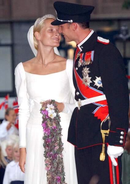 Le prince Haakon et Mette Marit de Norvège le jour de leur mariage, le 25 août 2001, à Oslo