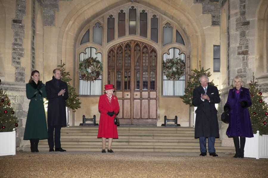 La famille royale devant le château de Windsor, le 8 décembre 2020.