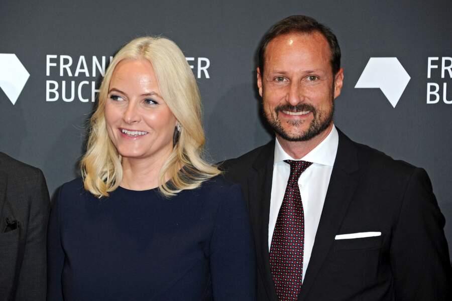 Le prince Haakon et la princesse Mette-Marit de Norvège au salon du livre de Francfort le 15 octobre 2019.