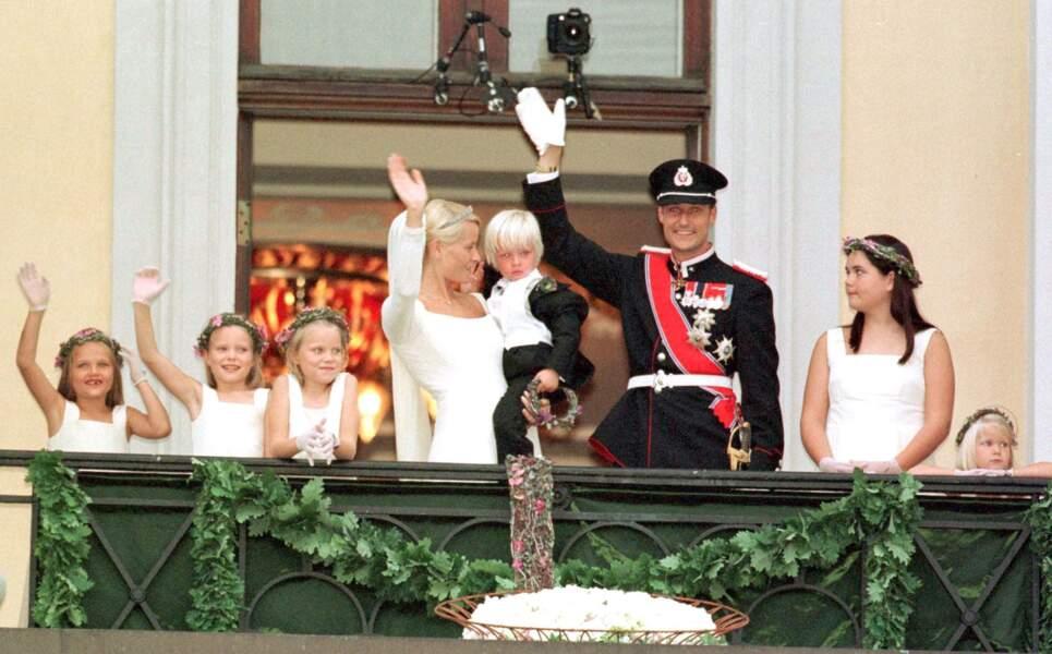 Le prince Haakon, Mette marit de Norvège et son fils, Marius, le 25 août 2011 à Oslo