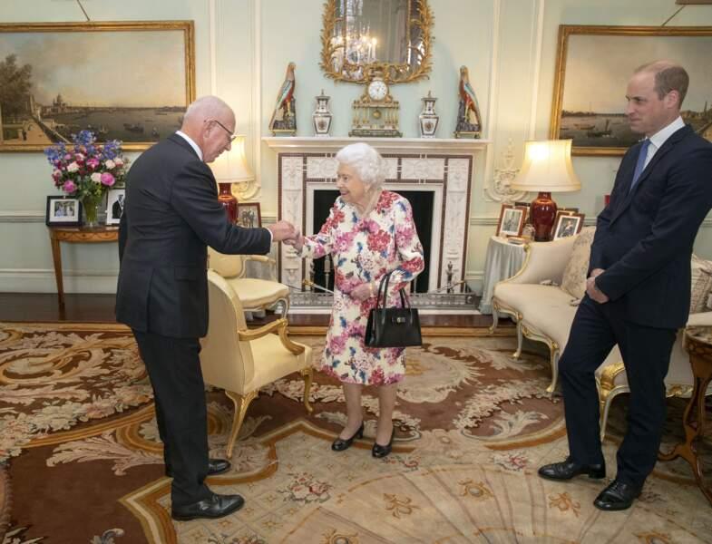 La reine Elisabeth II et le prince William en audience avec le prochain gouverneur général d'Australie David Hurley, au palais de Buckingham, le 12 juin 2019