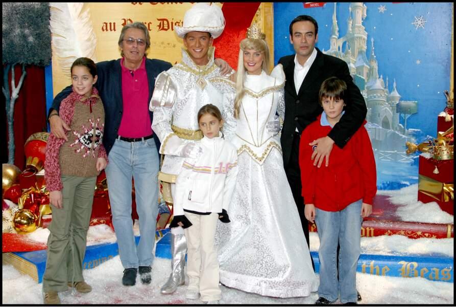 Alain Delon avec ses enfants : Anthony, Fabien Anouchka et sa petite fille Loup pour célébrer Noël à DisneyLand Paris le 9 novembre 2003