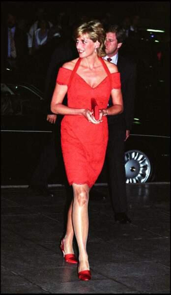 """Lady Diana participe à une conférence de la """"Royal Geographical Society"""", à Londres, le 16 juin 1997."""