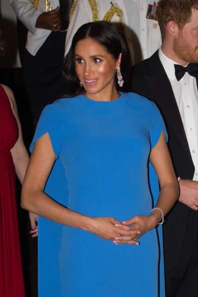 Meghan Markle, enceinte, arrivant avec le prince Harry, au dîner d'Etat donné en leur honneur à Suva, Îles Fidji le 23 octobre 2018.