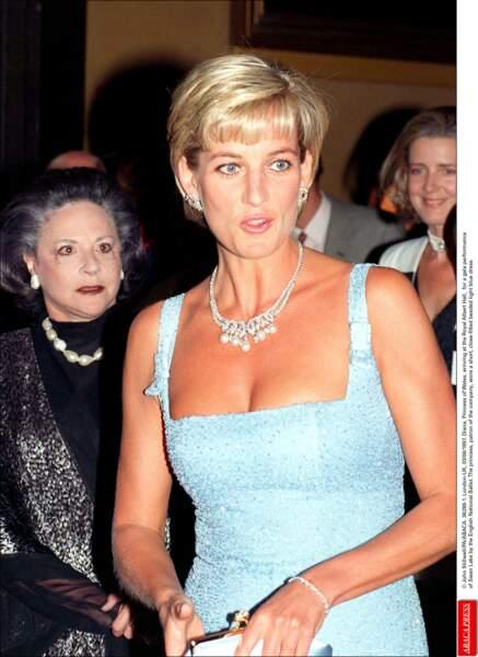 La princesse Diana, arrivant à Albert Hall, le 3 juin 1997, pour assister à une représentation du Lac des Cygnes.