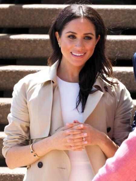 Meghan Markle, enceinte, arrivant à l'opéra de Sydney le premier jour de sa première tournée officielle en Australie, le 16 octobre 2018, avec le prince Harry.
